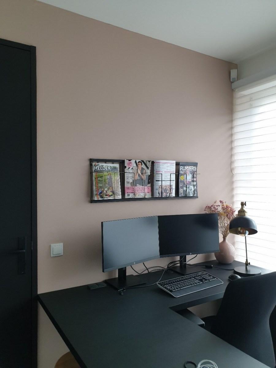 krijtverf oud roze, skin powder op wanden in kantoor