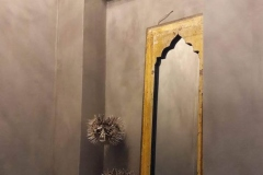 Marrakech walls Pebble stone in toilet