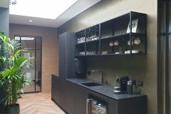 Metallic-bronze-zwarte-keuken
